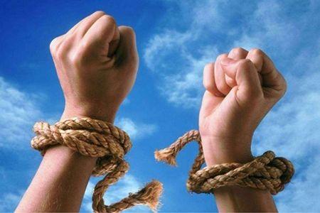 руки в веревке