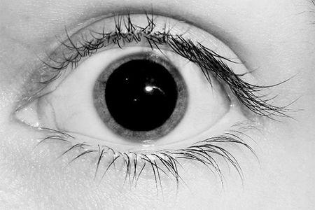 глаз с увеличенным зрачком