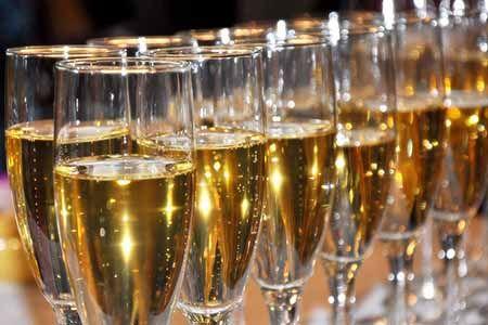 шампанское в фужерах