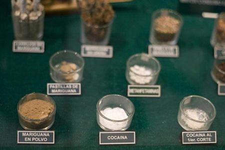 пиалы с различными видами наркотика