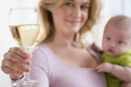 Можно ли спиртное кормящей маме