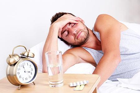 Болит голова после алкоголя – что делать и как снять боль