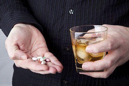 Можно ли мешать алкоголь с обезболивающим