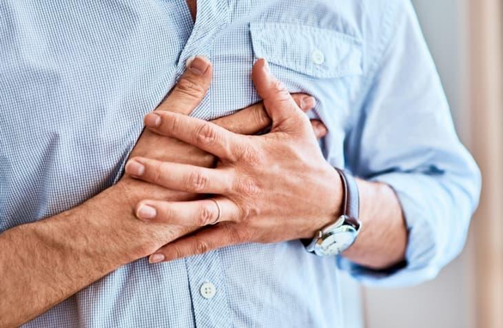 Когда бросил курить может появиться боль в груди