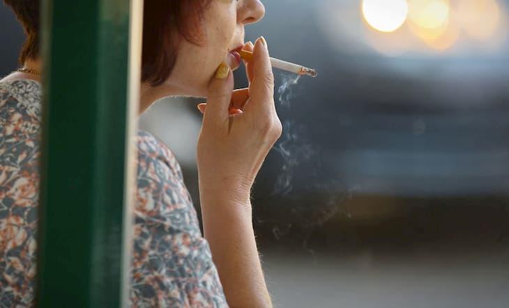 Курильщики живут меньше некурящих людей