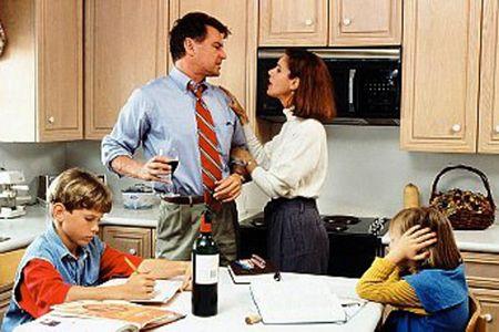 дети наблюдают за ссорой мамы и пьющего отца